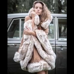 NIV_cape en drap de laine et fausse fourrure beige Aline Nivesse